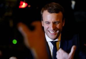 Emmanuel Macron, do movimento Em Marcha!, comemora os resultados do primeiro turno das eleições presidenciais francesas Foto: CHRISTIAN HARTMANN / REUTERS