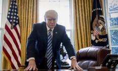 Ironia. O presidente Donald está em guerra com a imprensa, acusa reportagens de serem inventadas, contudo, esta é a melhor época para jornalistas nos EUA Foto: Andrew Harnik / AP
