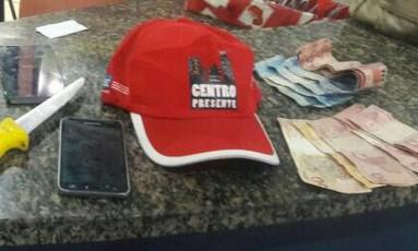 Celulares e dinheiro roubados são encontrados com suspeitos no Centro Foto: Divulgação