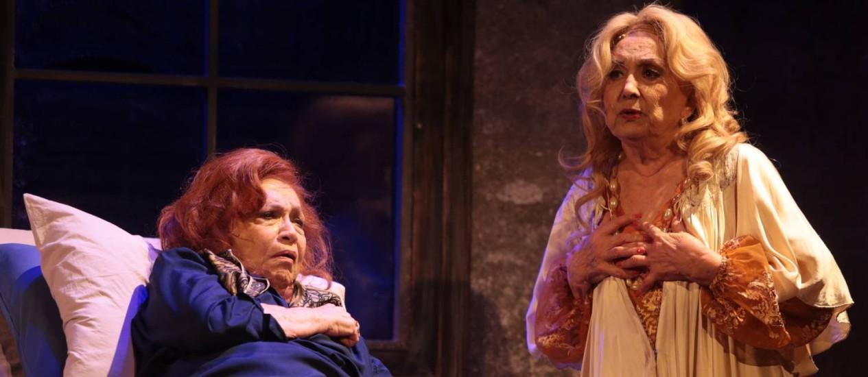 """Eva Wilma e Nathalia Timberg encenando """"O que Terá Acontecido a Baby Jane?"""" Foto: Roberto Moreyra / O Globo"""
