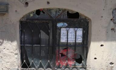 Moradores do Complexo do Alemão dizem que os policiais estão baseados nas casas Foto: Fabiano Rocha em 23/02/2017 / Agência O Globo