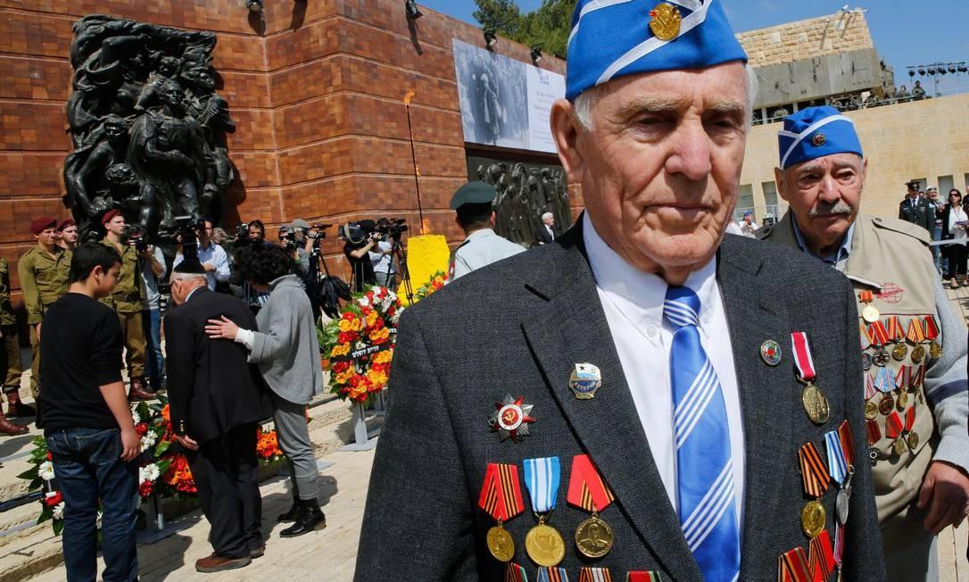 Veteranos da Segunda Guerra Mundial vão à cerimônia que marca o Dia Internacional da Lembrança do Holocausto, em Jerusalém Foto: GIL COHEN-MAGEN / AFP