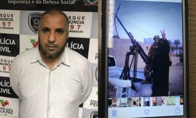 Saleh Alderaibi tem imagens associadas ao terrorismo em seu celular Foto: Divulgação Polícia Civil