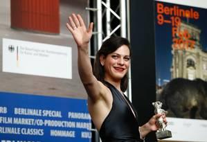 """PRÊMIO. Daniela Vega no Festival de Berlim 2017, onde o filme em que atua, """"Una mujer fantástica"""", ganhou o Urso de Prata de melhor roteiro Foto: Odd Andersen / AFP"""