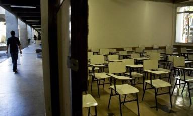 Levantamento mostra que 23% não prosseguiram com os estudos porque não conseguiram passar em uma instituição pública Foto: Paula / Agência O Globo