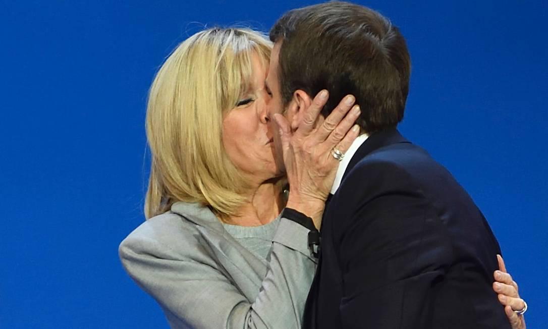 Como Macron se apaixonou pela mulher, sua professora na escola