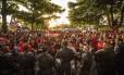 Torcida do Flamengo acompanha embarque no Santos Dumont Foto: Guito Moreto