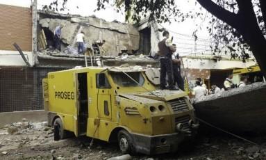 Assaltantes fazem ataque a empresa de valores em Ciudad del Este, no Paraguai Foto: Christian Rizzi/Fotoarena / Agência O Globo