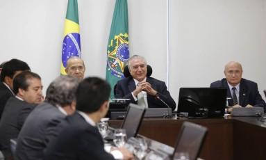 O presidente Michel Temer ser reuniu com ministros e lideranças no Palácio do Planalto Foto: Ailton Freitas / Agência O Globo