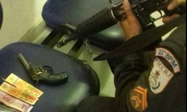 Revólver foi apreendido com o suspeito capturado pela PM Foto: Reprodução/PM