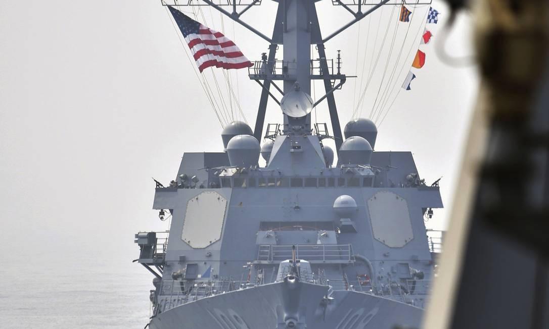 A foto, do Ministério da Defesa da Coreia do Sul, mostra o destróier USS Wayne E. Meyer durante exercícios conjuntos entre os Estados Unidos e a Coréia do Sul, nesta terça-feira. Militares sul-coreanos afirmaram que o regime de Kim Jong-Un realizou grandes exercícios de incêndio ao vivo em uma área ao redor de Wonsan, cidade costeira no Leste do país Foto: AP