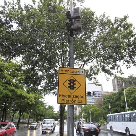 Radar na Praia do Flamengo, na altura da Rua Silveira Martins Foto: Urbano Erbiste / Agência O Globo
