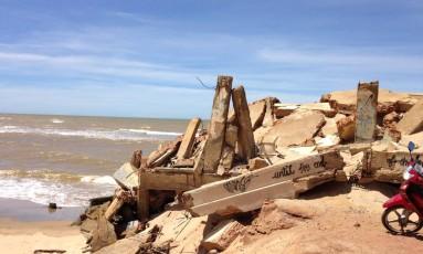 Resto das casas destruídas na praia de Atafona Foto: Larissa Muylaert