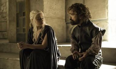 Emilia Clarke e Peter Dinklage em 'Game of thrones' Foto: Divulgação