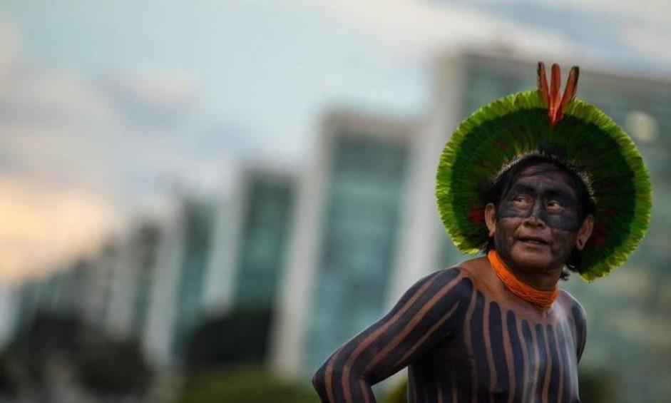 Índios de várias etnias chegam a Brasília e começam os preparativos do acampamento Terra Livre 2017, na Esplanada dos Ministérios. Considerado a maior mobilização indígena da história, o evento pretende reunir mais de 3 mil indígenas de 24 a 28 de Abril Foto: André Coelho / O Globo