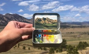 Artista pinta paisagens em latinhas de balas de menta Foto: Divulgação