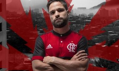 Diego exibe a nova camisa do Flamengo Foto: Divulgação/Adidas