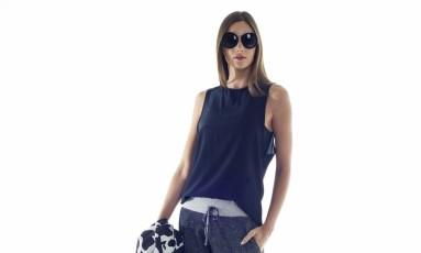 Look todo da Wasabi: blusa de R$ 359 por R$ 99, jaqueta de R$ 649 por R$ 249; calça de R$ 439 por R$ 149 Foto: Divulgação