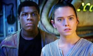 John Boyega e Disy Ridley em cena de 'Star Wars: O Despertar da Força' Foto: Divulgação