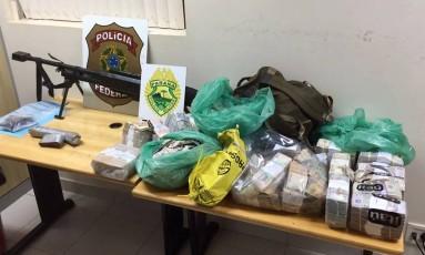 Material apreendido com presos suspeitos de assalto a transportadora no Paraguai Foto: HO / AFP