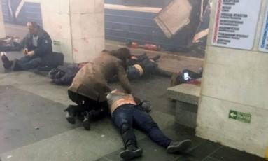 Quinze pessoas morreram e dezenas ficaram feridas em um atentado terrorista no metrô de São Petersburgo, quando o presidente russo, Vladimir Putin, visitava a cidade Foto: - / Agência O Globo