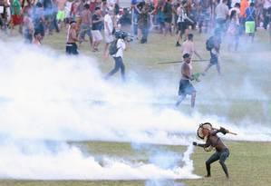 25/04/2017: Índios entraram em confronto com a polícia em Brasília Foto: Jorge William / Agência O Globo