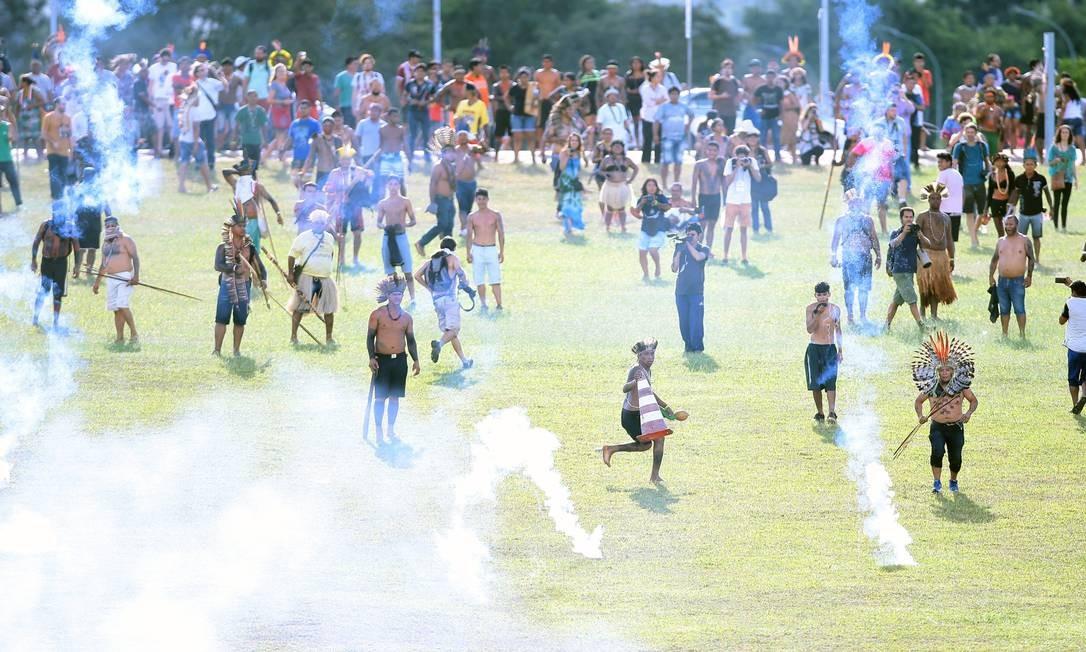Quatro índios foram detidos no confronto Foto: Jorge William / Agência O Globo