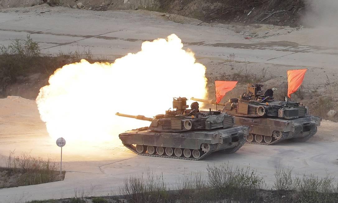 Tanque do Exército americano dispara durante treinamento conjunto com a Coreia do Sul, nesta quarta-feira Foto: Ahn Young-joon / AP