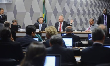 Comissão de Constituição e Justiça (CCJ) realiza reunião deliberativa com 31 itens na pauta, entre eles o PLS 280/2016, que define os crimes de abuso de autoridade Foto: Marcos Oliveira / O Globo