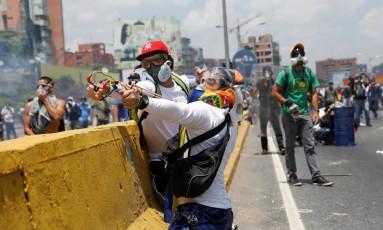 As manifestações na Venezuela começaram em abril e já vitimaram 28 pessoas, segundo contagem oficial. Foto: CARLOS GARCIA RAWLINS 26/04/2017 / REUTERS