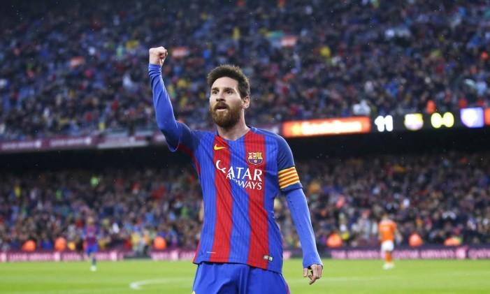 Messi comemora um de seus gols na goleada do Barcelona sobre o Osasuna Foto: Manu Fernandez / AP