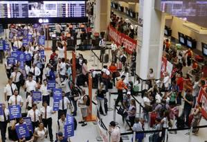 Em 2016, aeroviários em paralização no Aeroporto Santos Dumont Foto: Gabriel de Paiva / Agência O Globo