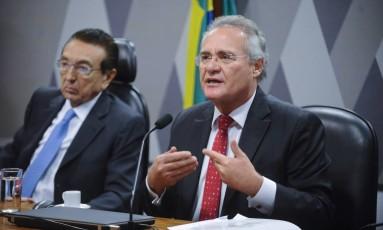 O senador Renan Calheiros (PMDB-AL), durante pronunciamento na Comissão de Constituição, Justiça e Cidadania (CCJ) do Senado Foto: Marcos Oliveira / Agência O Globo/19-04-2017