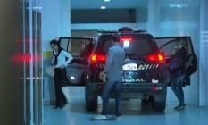 Adriana Ancelmo volta para casa onde cumpre prisão domiciliar Foto: Reprodução TV Globo