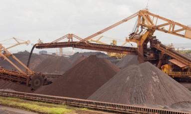 Pilha de minério de ferro na Ponta da Madeira, terminal marítimo da Vale Foto: Marcos Issa/Bloomberg News/23-6-2006