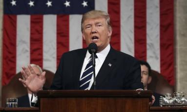 O presidente dos EUA, Donald Trump, fala no Capitólio, em Washington Foto: Jim Lo Scalzo / AP