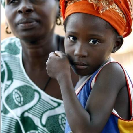 Mãe africana com seu filho: sangramento após o parto atinge grande número de mulheres Foto: Finbarr O'Reilly/Reuters
