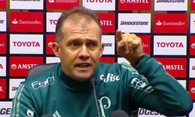 Eduardo Baptista se irritou com jornalistas após a vitória do Palmeiras sobre o Peñarol Foto: Reprodução/Globoesporte.com