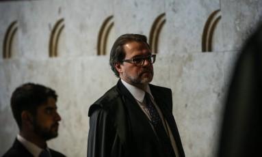 O ministro Dias Toffoli na chegada para sessão no Supremo Tribunal Federal (STF) em 26/04/2017 Foto: André Coelho / Agência O Globo