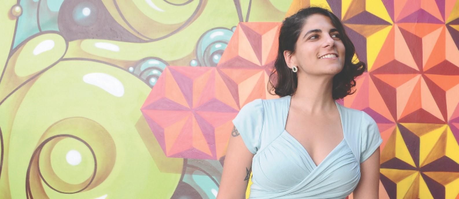 A quadrinista e ilustradora Lorena Kaz Foto: Alan Mazzilli / Divulgação