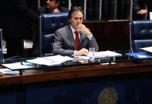O presidente do Senado, Eunício Oliveira (PMDB-CE), em plenário durante sessão em março Foto: Givaldo Barbosa / Agência O Globo