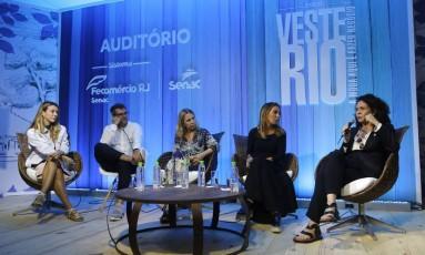 Camila Garcia, Cris Resende, Zezé Duarte, Karina Sterenberg e Roberta Damasceno em palestra no Veste Rio Foto: Fabio Rossi