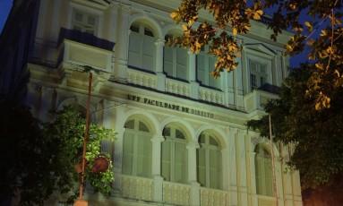 Os prédios da Faculdade de Direito da UFF: um na Rua Tiradentes e outro, a sede em estilo romano, na Rua Presidente Pedreira, ambos no Ingá Foto: Agência O Globo
