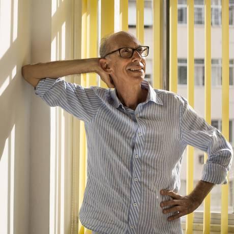 """O radialista Fernando Mansur, autor de """"A caixa mágica: histórias de vida pelas ondas do rádio"""" Foto: Ana Branco"""