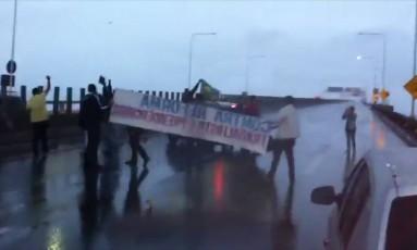 Ponte bloqueada no sentido Rio Foto: Reprodução