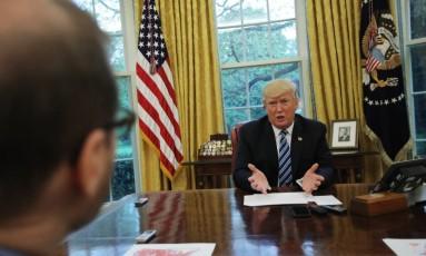O presidente americano, Donald Trump, durante entrevista com a Reuters nesta quinta-feira Foto: CARLOS BARRIA / REUTERS