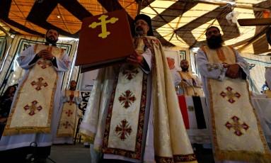 Membros da igreja copta Foto: AMR ABDALLAH DALSH / REUTERS