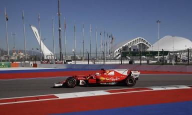 Sebastian Vettel foi o mais rápido do dia nos treinos livres no GP da Rússia Foto: Pavel Golovkin / AP