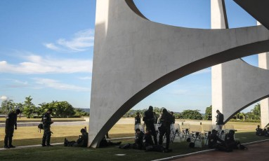 Soldados do Batalhão da Guarda Presidencial de prontidão no Palácio do Planalto se preparavam desde quinta-feira para a greve. Foto: André Coelho/Agência Globo