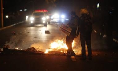 Manifestantes marcham até a casa do presidente Michel Temer, houve confronto Foto: Foto Marcos Alves / Agencia O Globo